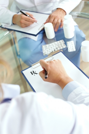 consultant physicians: Image of practitioner prescribing tablets
