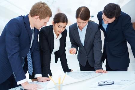 supervisores: Equipo de ingenieros de proyecto de aprendizaje en la reuni�n Foto de archivo