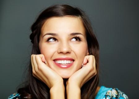 beiseite: Portrait of happy brunette suchen beiseite