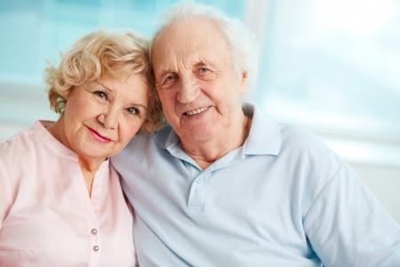 Portret van een openhartige senior paar genieten van hun pensioen