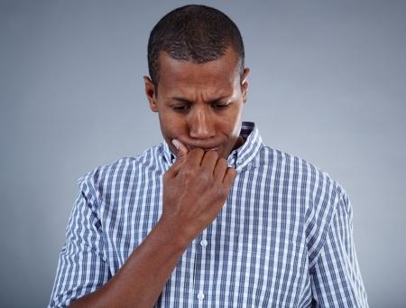 Bild der jungen afrikanischen Mann in Schwierigkeiten