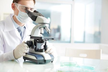microscope: Grave cl?nico qu?mica en el laboratorio de estudio de los elementos