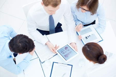 reunion de trabajo: Grupo de socios de negocios que interact?an en la planificaci?n de trabajo a cubrir