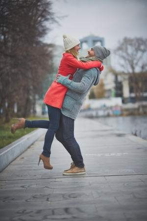 inlove: Portrait of happy guy holding his girlfriend in park