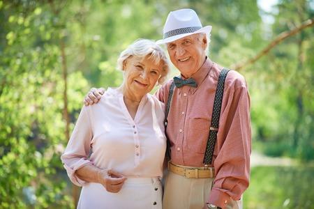 Portret van senior paar buitenshuis Stockfoto