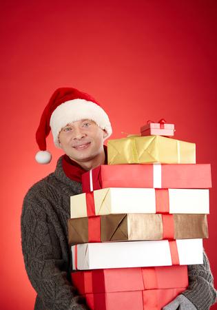 generoso: Retrato de hombre generoso Santa con la pila de giftboxes