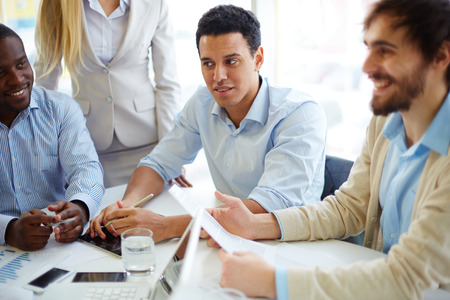 personas comunicandose: La gente de negocios para reuniones y planificaci�n