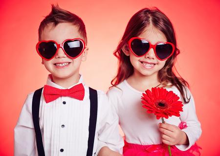 flowers boy: Portrait of stylish children in sunglasses
