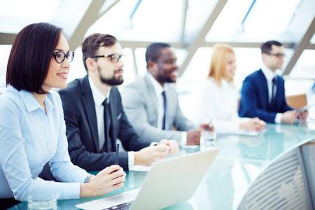 capacitaci�n: Grupo de personas en la sala de conferencias