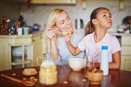 refusing: Daughter refusing from food