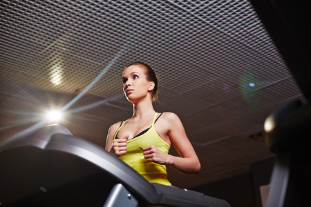 activewear: Fit girl in activewear training in gym