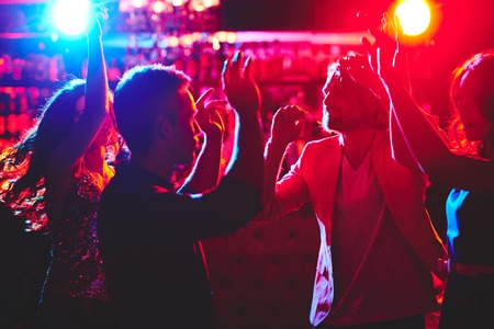 Group of friends dancing at disco Stockfoto
