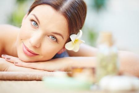 skönhet: Närbild kvinnliga avslappnad ansikte Stockfoto