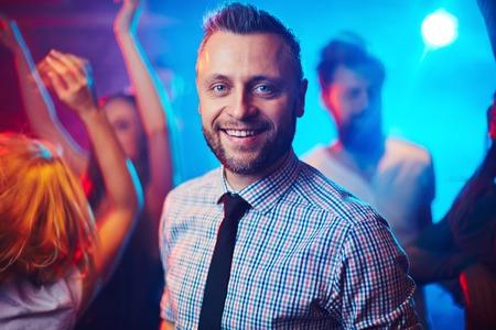 bailarin hombre: Hombre elegante en la fiesta fresca Foto de archivo