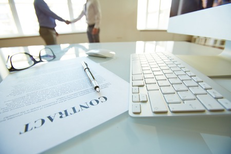 contratos: Jefes de las grandes empresas que deciden cooperar