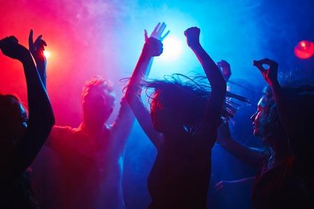 clubbers: Clubbers Weariless conseguir por la noche Foto de archivo