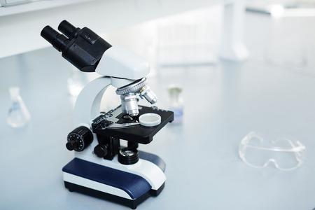 laboratorio clinico: Microscopio en el laboratorio cient�fico o cl�nico