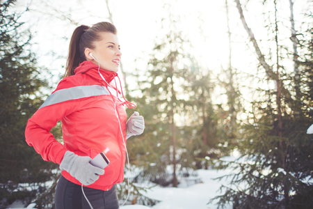 woman running: Healthy woman running in winter park