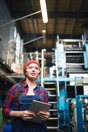woman engineer: Woman engineer leading the process