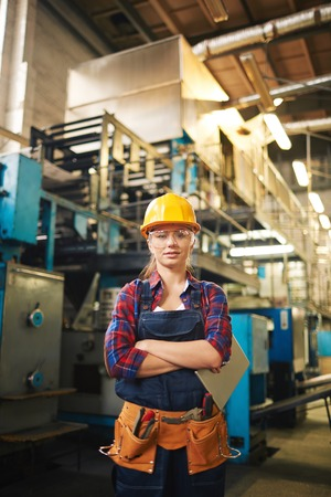 mujer trabajadora: Young female engineer at her work