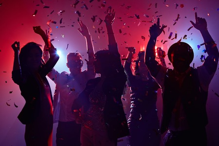 taniec: Imprezowicze zabawę w nocnym klubie