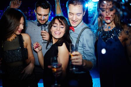 Young people dancing together in nightclub 版權商用圖片