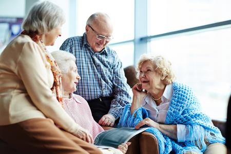 Group of senior friends chatting Archivio Fotografico