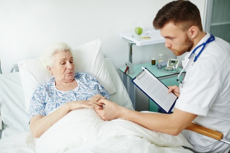 hospital patient: Senior patient telling her doctor about problem in hospital Stock Photo