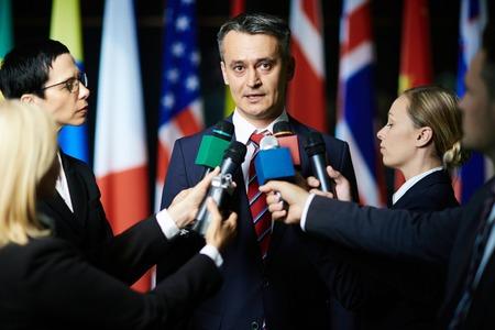 Journalistes wywiady polityka lub sądowego prawnika