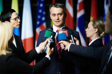 Journalistes interviewing politician or court lawyer