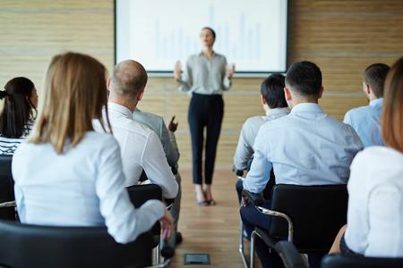 Mensen listenning naar business coach Stockfoto