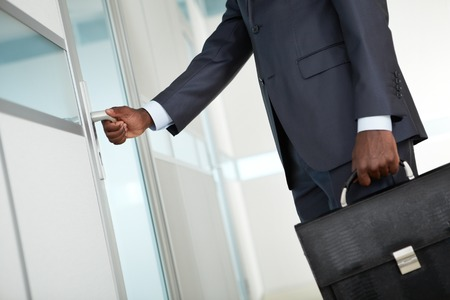 negras africanas: Primer plano, macho, mano, apertura, puerta