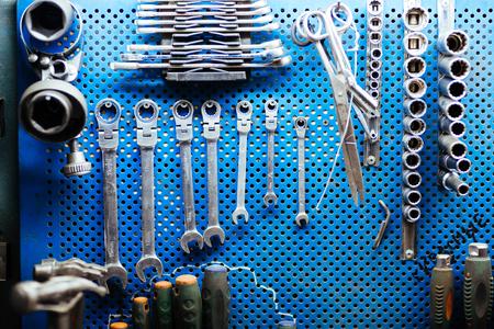 Set di chiavi e altri attrezzi meccanici