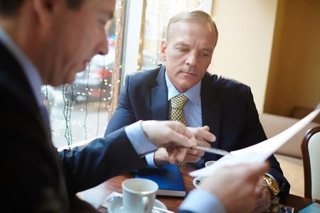 economists: Discussing document