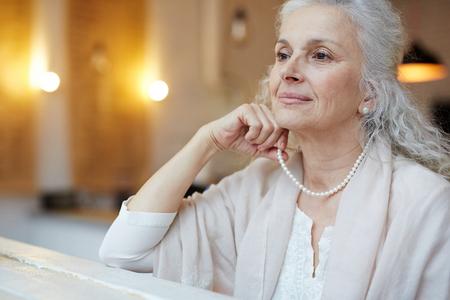 mujeres ancianas: Elegancia