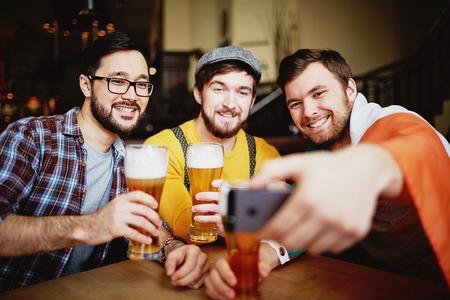 vasos de cerveza: Sports Bar Reunión