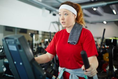 肥満の女性がスリムになり鍛える