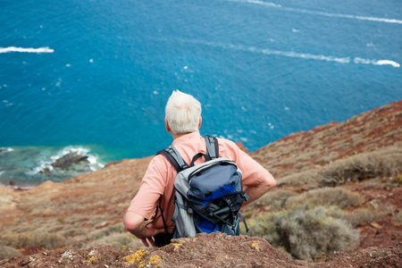 persona viajando: Senior on vacation Foto de archivo
