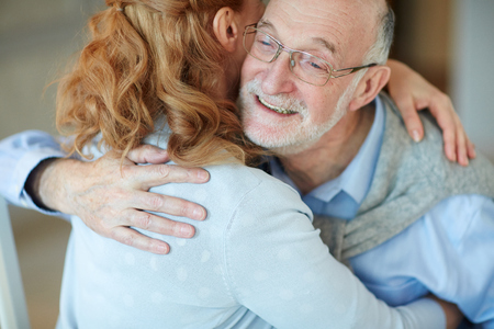 familia abrazo: Being Happy and Loved at Old Age