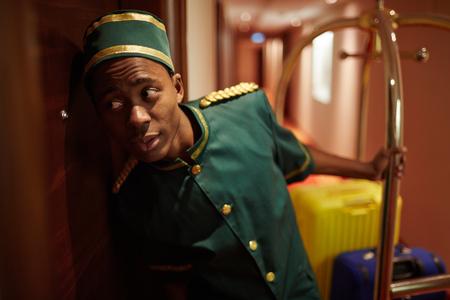 doorkeeper: Porter by door