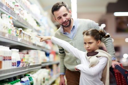 Meisje wil melk Stockfoto