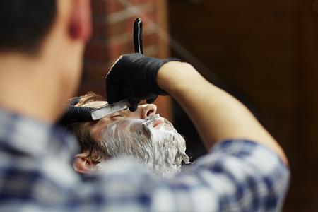 Shaving in salon