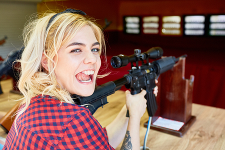 Badass Blond learn shooting