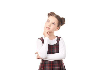 Portrait de jolie fille à l'école en pensée uniforme sur fond blanc Banque d'images - 83318447