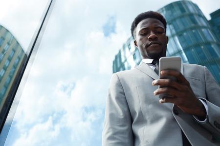 Man messaging Zdjęcie Seryjne