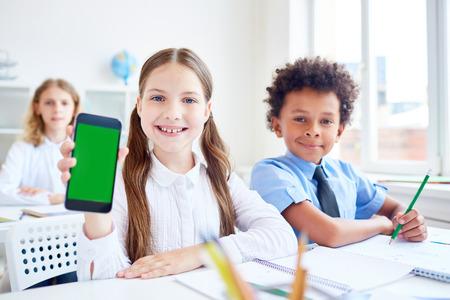 diligente: Schoolgirl with gadget Foto de archivo
