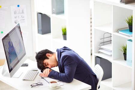 私は仕事にも疲れている!
