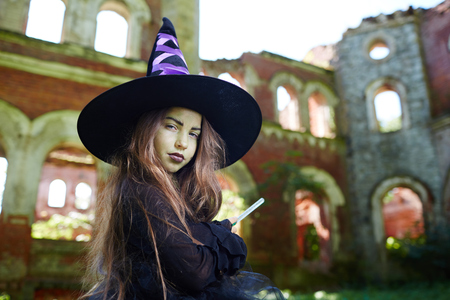 Sly witch Stock Photo - 87124640