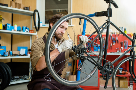 Repairing bicycle wheel