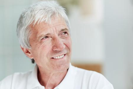 暖かい笑顔で年配の男性 写真素材